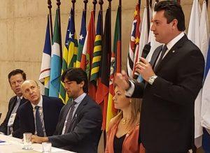 Prefeitos paranaenses discutem, em Brasília, unificação das eleições no Brasil