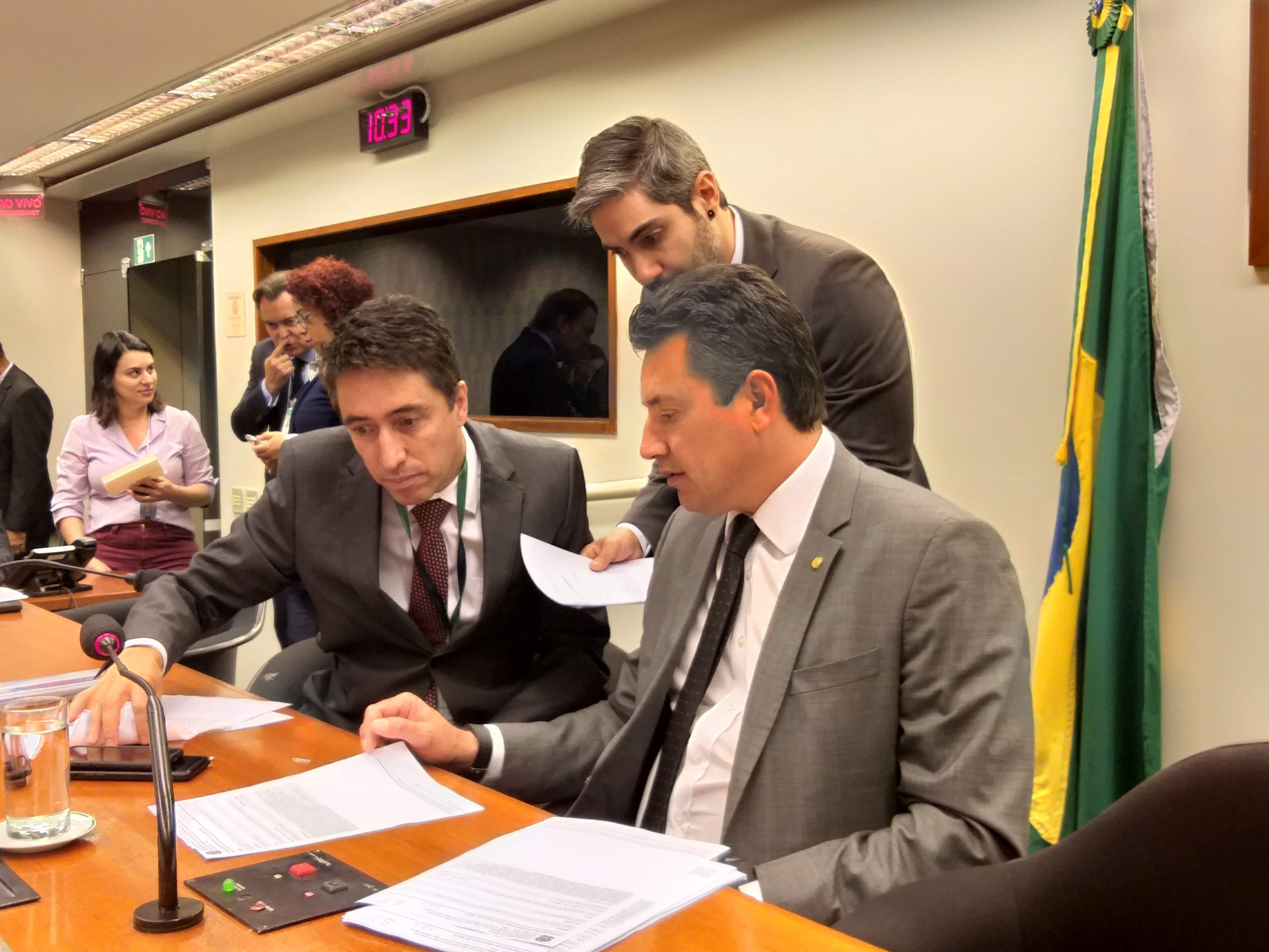 Comissão aprova projetos que beneficiam setores de turismo e comércio