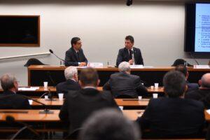 Comissão debate possível extinção da Superintendência da Receita Federal em Curitiba