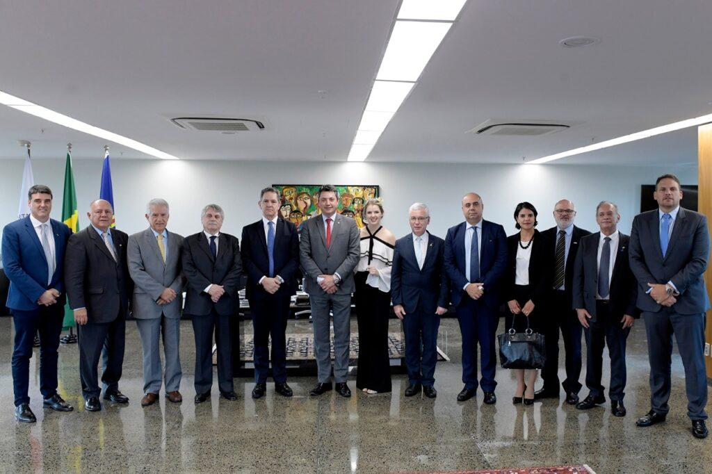 WhatsApp Image 2019 12 11 at 21.02.05 1024x682 - Bancada paranaense se reúne com presidente do STJ para discutir criação do TRF no Paraná